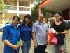 BS Giao và cô giáo ân nhân hiến máu nhận quà
